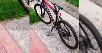 Ladrón Captado por las cámaras de seguridad robando una bici